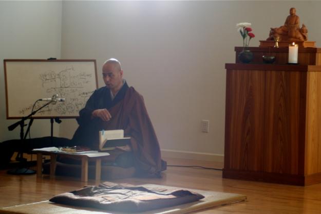 Shohaku Okumura lecturing at Sanshinji, December 2008.